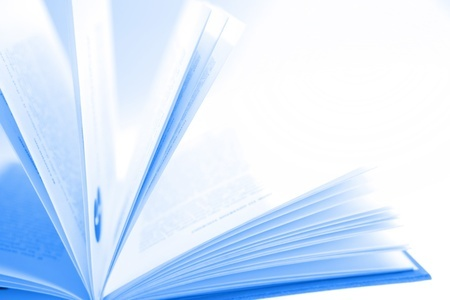 ספר פתוח בגווני הכחול