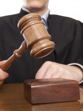 שופט דופק בפטישו