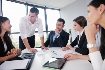קבוצת מנהלים בפגישה