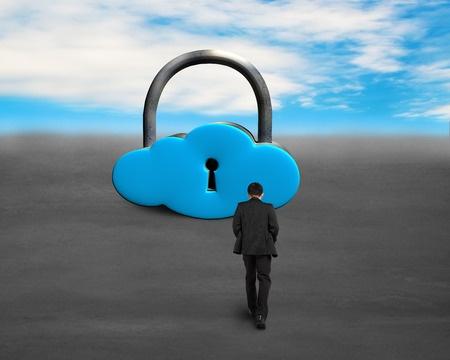 איש קטן הולך למנעול ענק בצורת ענן