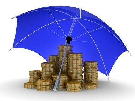 מטריה מכסה ערמות של מטבעות