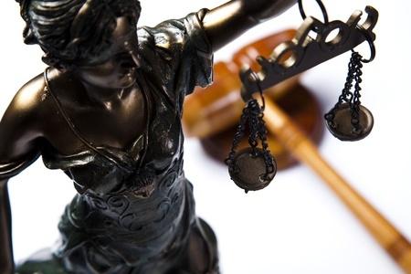 פטישי בית משפט עם פסל