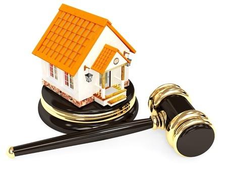 בית על בסיס של פטיש של שופט עם הפטיש