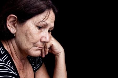 אישה מבוגרת מוטרדת