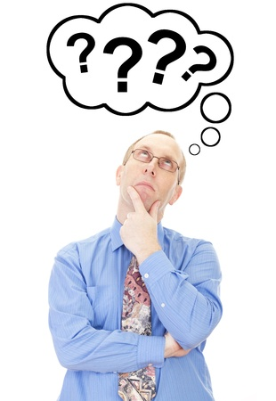 אדם יושב וחושב, תוהה עם הרבה סימני שאלה