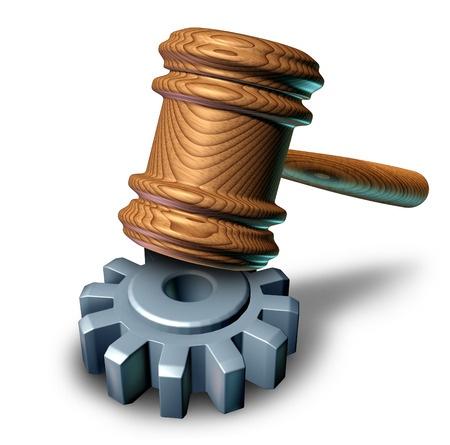 פטיש של שופט עם בסיס של גלגל שיניים
