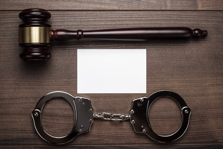 פטיש של שופט, מכתב לפסק דין ואזיקים