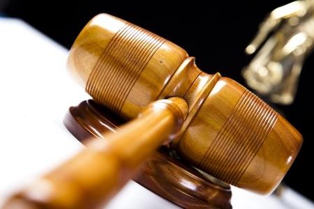פטיש של שופט מונח
